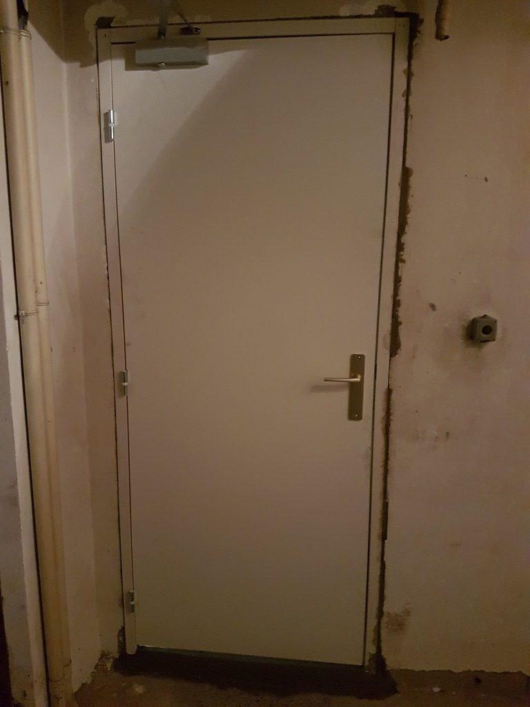 Porte Cave Groom installée dans immeuble de saint laurent du var