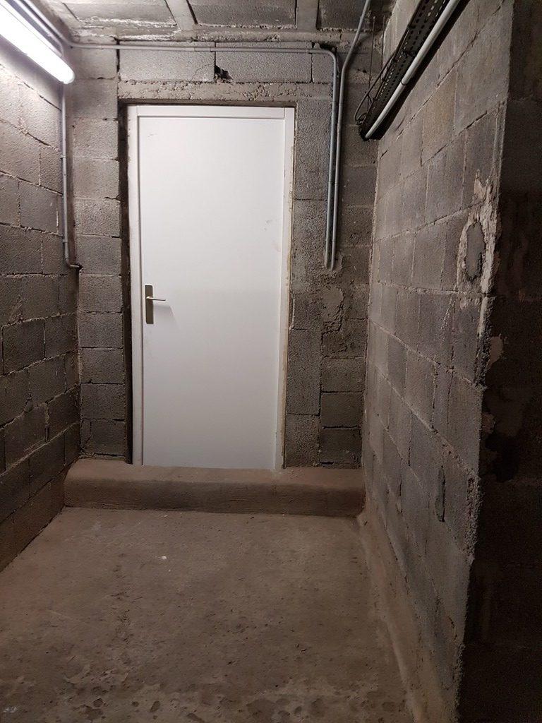 Porte De Cave installée dans résidence de saint laurent du var