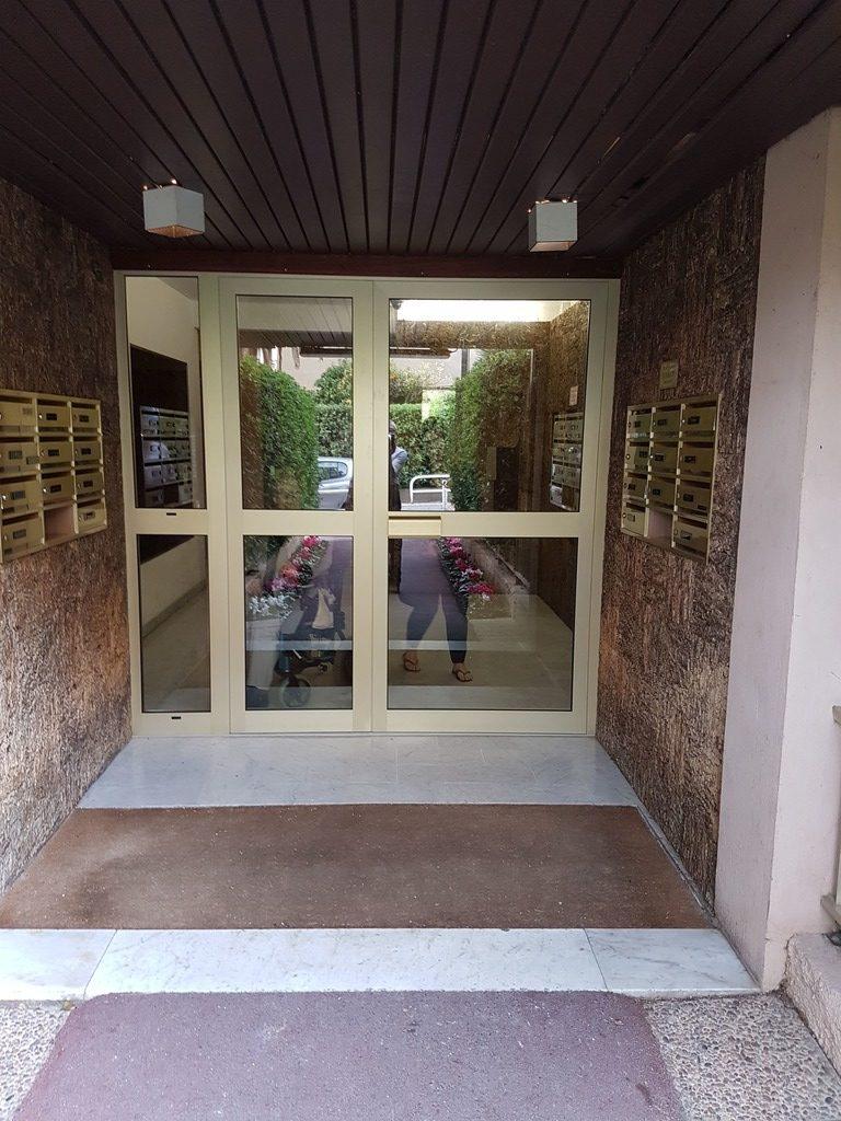 Porte Entree Immeuble Vitree Installateur à Saint Laurent du Var